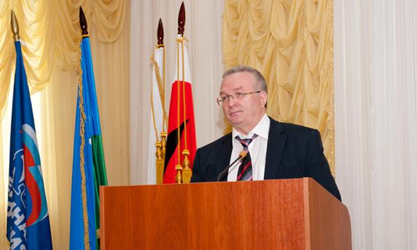 В нефтеюганске подписано межотраслевое соглашение между администрацией города и профессиональными союзами бюджетных