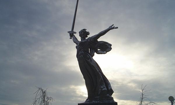 Дед штурмовал Мамаев...  У меня под Сталинградом, в знаменитой.  Великий праздник для всех граждан нашей страны, не...