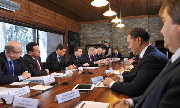 Премьер-министр Дмитрий Медведев надеется, что новый закон о федеральной контрактной системе в сфере закупок товаров...