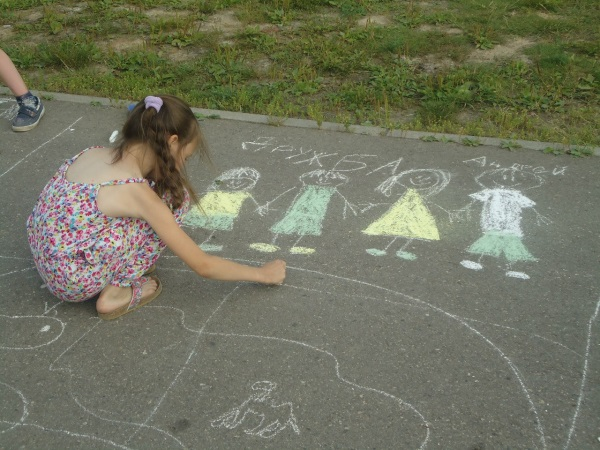Картинки по запросу детские рисунки на асфальте