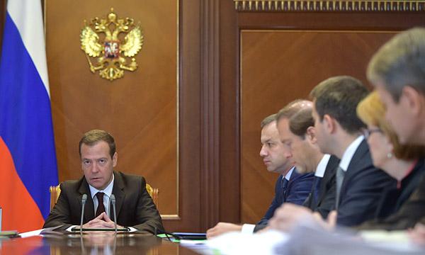 Медведев ожидает  отМЭР плана первоочередных действий вэкономике