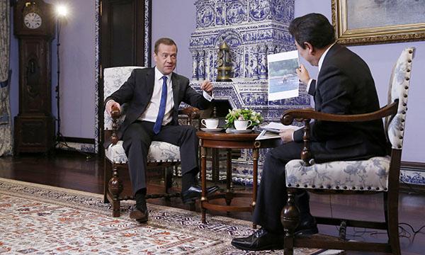 Медведев уверен, чтоРФ и Китайская республика выйдут натоварооборот в $200 млрд