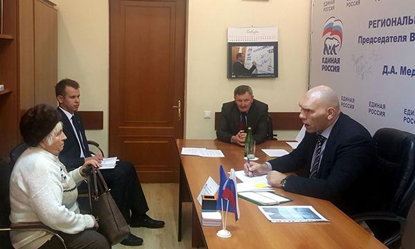 Брянцы попросили удепутата Государственной думы Валуева водопровод иасфальт