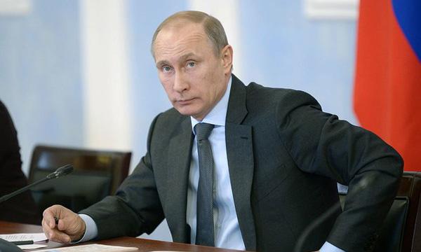 Путин поручил подготовить мероприятия к100-летию революции 1917 года