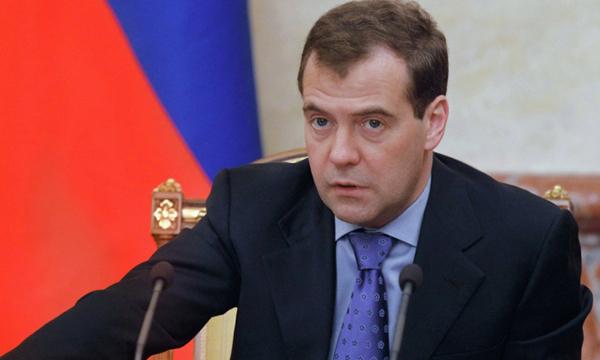 Медведев согласен сзапретом непищевой продукции с спиртом выше 25%