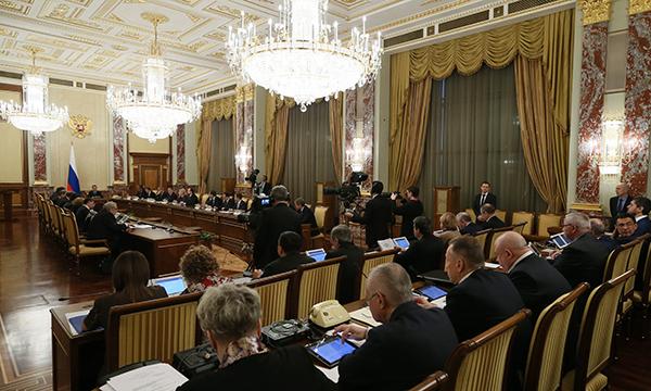 Медведев утвердил мероприятия пообеспечению социально-экономического развитияРФ в2015 году