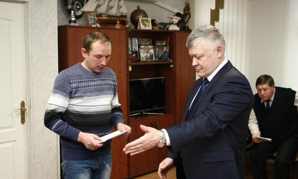 Депутат Госдумы помог многодетной семье решить вопрос с переселением в новый дом