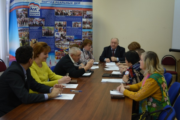 Курские единороссы обсудили поддержку старшего поколения