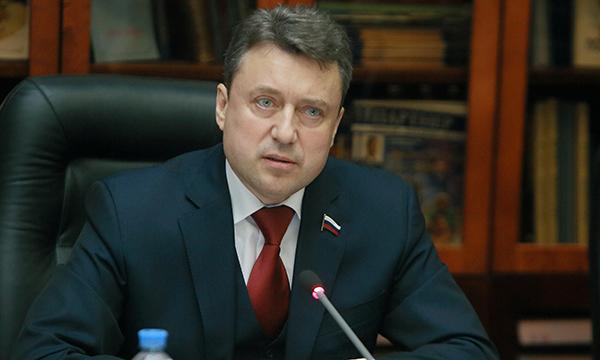 Государственная дума приняла законодательный проект, обязывающий губернаторов проверять доходы муниципальных чиновников