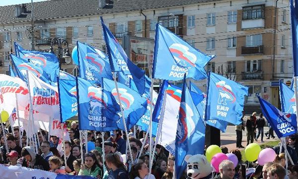 Около тысячи партийцев прошли спраздничной колонной поКалининграду