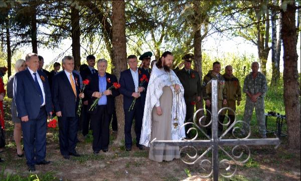 В Брянске захоронили останки семи безымянных солдат