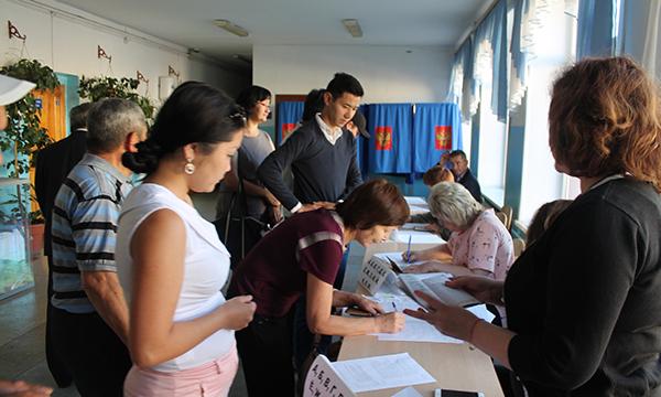 ВБарнауле закрылись счетные участки напраймериз иначался подсчет голосов