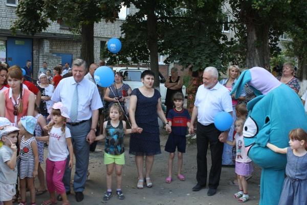 В Курске открылась новая детская площадка