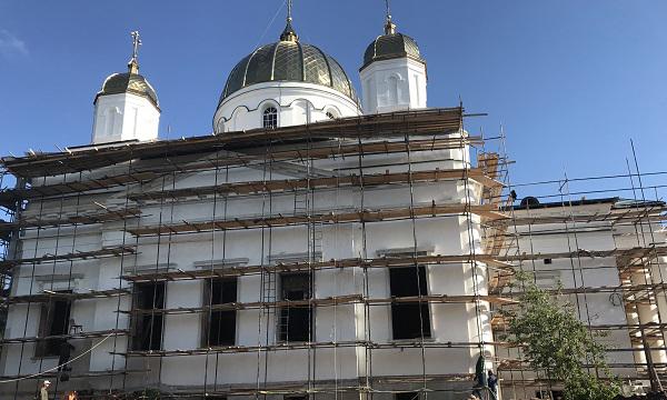 Сенатор проверил ход работ в Троицком соборе Староторжского монастыря