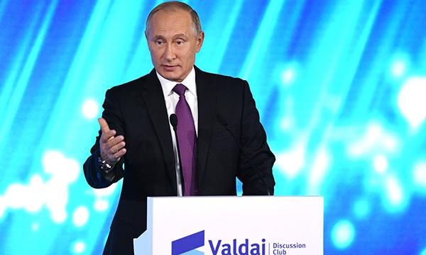 Путин: Российское образование недолжно превращаться вконвейер