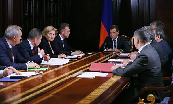 Д. Медведев поддержал проект оплаты услуг ЖКХ вобход управляющих компаний
