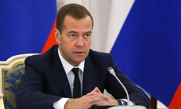 Медведев пожелал Путину победы навыборах