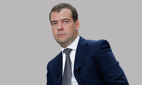 Медведев: Необходимо ставить задачу по изменению отношения к здравоохранению и образованию