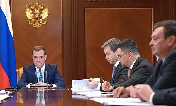 Медведев установил задачу обеспечить актуальной для нашего времени связью удаленные иприграничные районы страны