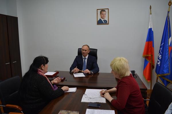 Александр Брыксин помог курским семьям и ВУЗу