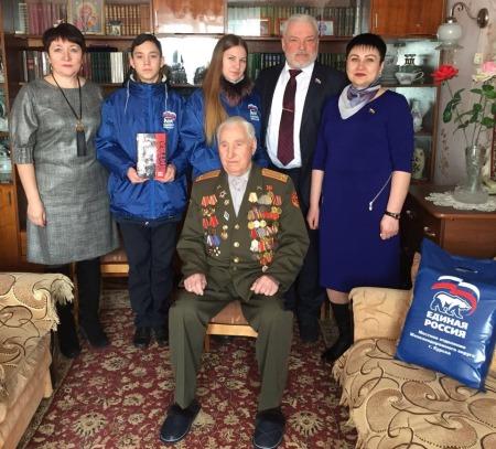Партийцы ЖД округа поздравили ветеранов войны