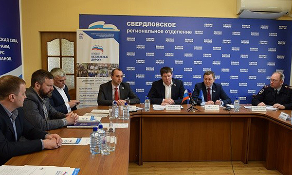 В Екатеринбурге активисты «Безопасных дорог» обсудили повышение безопасности перевозок детей