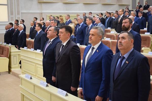 Сегодня на пятой сессии Госсовета депутаты рассмотрят 12 законопроектов