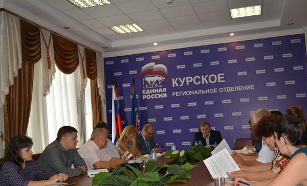 Единороссы обсудили подготовку к осенним выборам