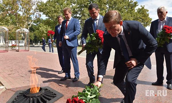 Турчак возложил цветы к Мемориалу героической обороны Севастополя