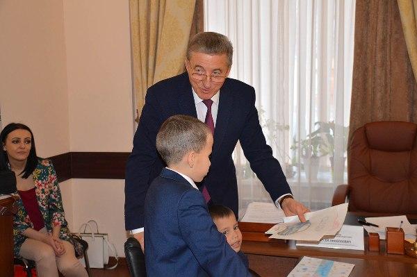 Сенатор Лукин в рамках приема разрешил ряд социально значимых проблем воронежцев