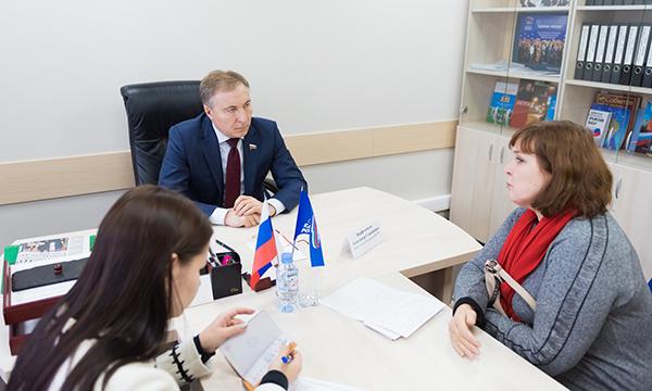 Сенатор Варфоломеев провел прием граждан