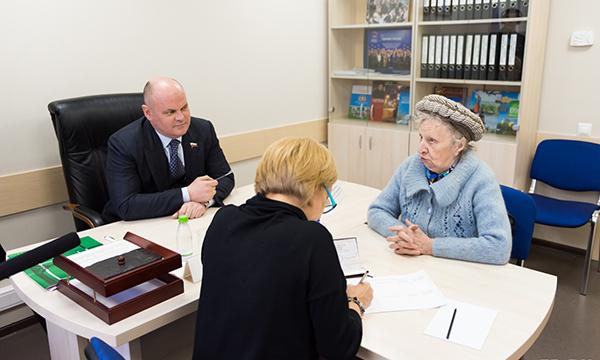 Сенатор Дмитриенко защитит пенсионеров от переплаты за услуги ЖКХ