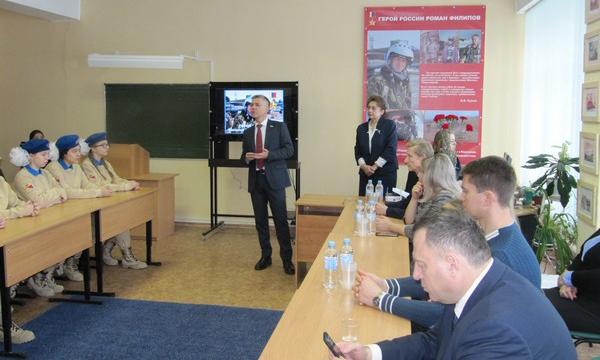 Ревенко принял участие в открытии «Парты Героя» в Воронеже