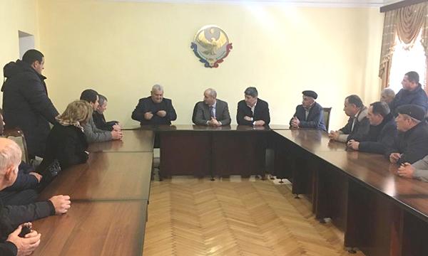 Жители Дербенского района обратились в приемную с просьбами о благоустройстве