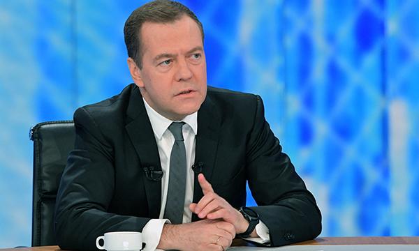 Медведев: Западные санкции остаются, и Россия оставляет в силе ответные решения