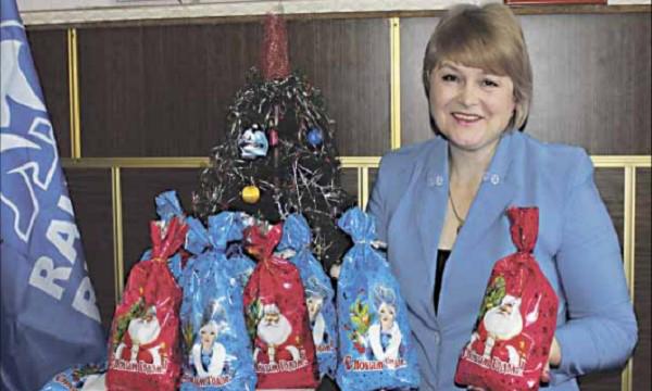 Воронежская приемная подарила новогодние подарки детям Терновского района