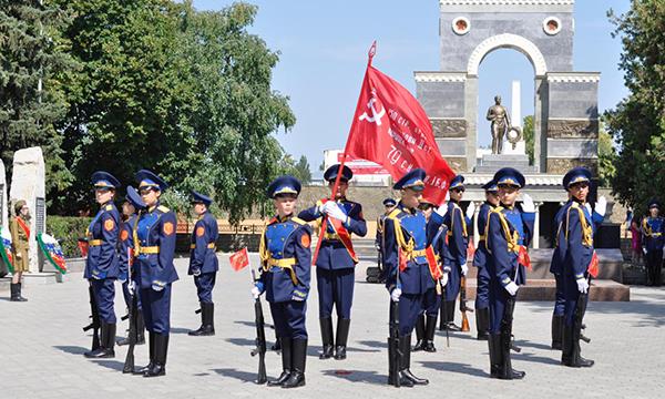 В Карачаево-Черкесии партийцы дали старт патриотической акции «Часовой у знамени Победы»