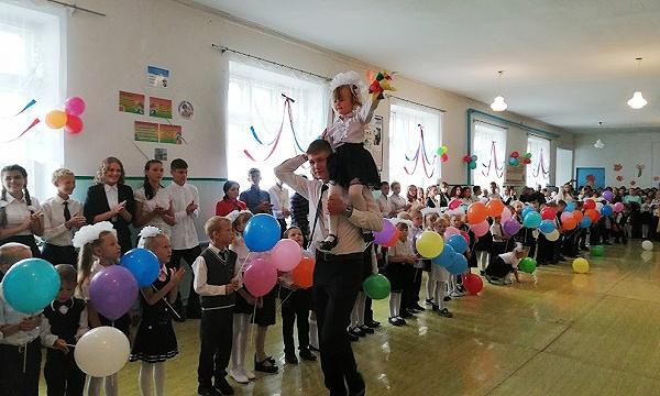 В Топках при поддержке партпроекта открылась выставка в честь Героя Советского Союза