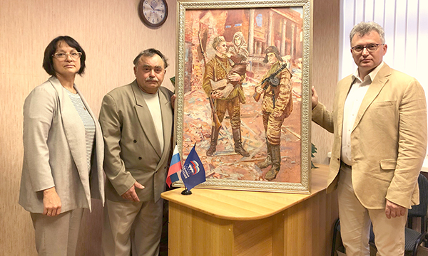 Псковские партийцы присоединились к акции «Война на холсте как память поколений»