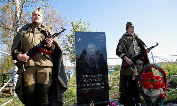 В Кузбассе в рамках партпроекта установлен памятник Герою Советского Союза