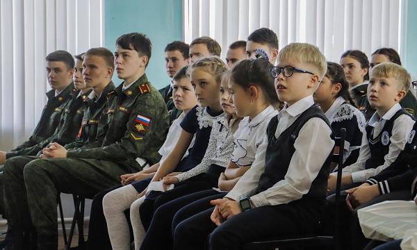 В Юрге на «Уроке мужества» презентовали аудиокнигу, посвященную Герою Советского Союза