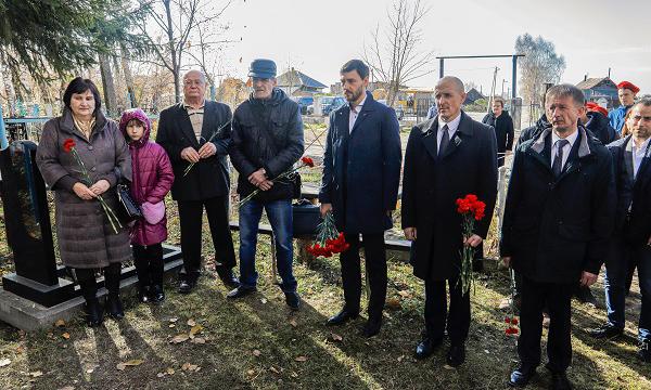 В Салаире при поддержке партпроекта открылась выставка в честь Героя Советского Союза
