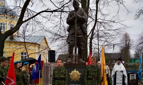 При поддержке Партии в Локнянском районе Псковской области открыт памятник солдату-победителю