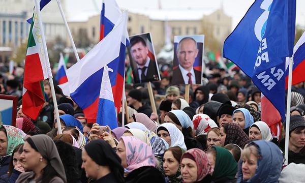 Около пяти тысяч партийцев приняли участие в митинге ко Дню народного единства в Грозном