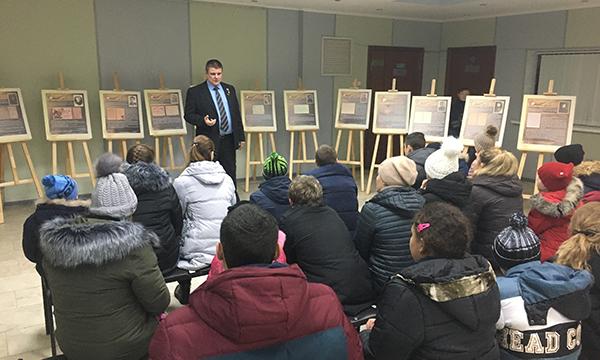 Партийцы организовали для брянских школьников экскурсию в областной краеведческий музей