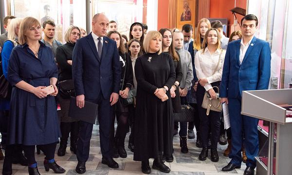 Партийцы Кузбасса провели музейную акцию «Голоса героев»