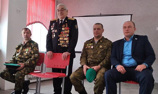 Краснобродские партийцы провели «Уроки мужества» для школьников в поселках Кузбасса