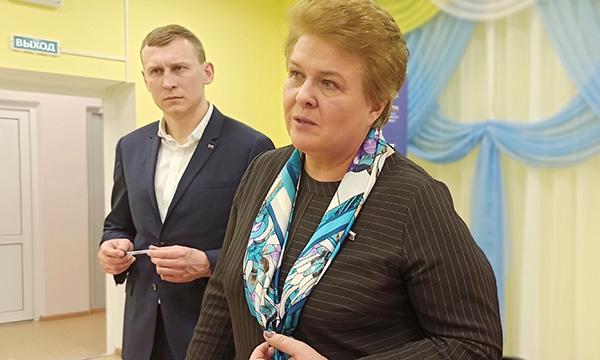 Окунева рассказала жителям Смоленской области о мерах поддержки семей с детьми