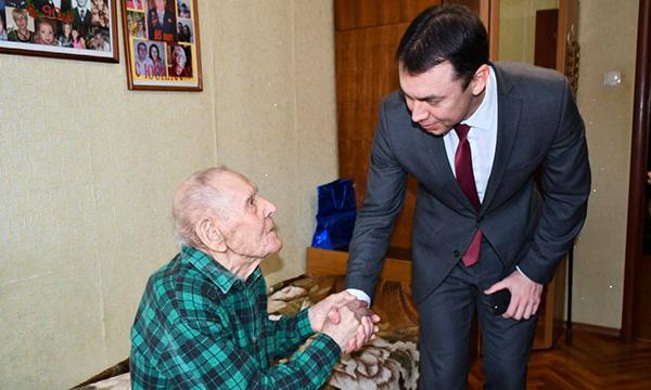 Ярославские партийцы вручили ветеранам юбилейные медали к 75-летию Победы