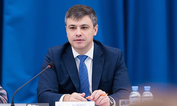 В «Единой России» выработают меры по решению проблемы нехватки медкадров в регионах